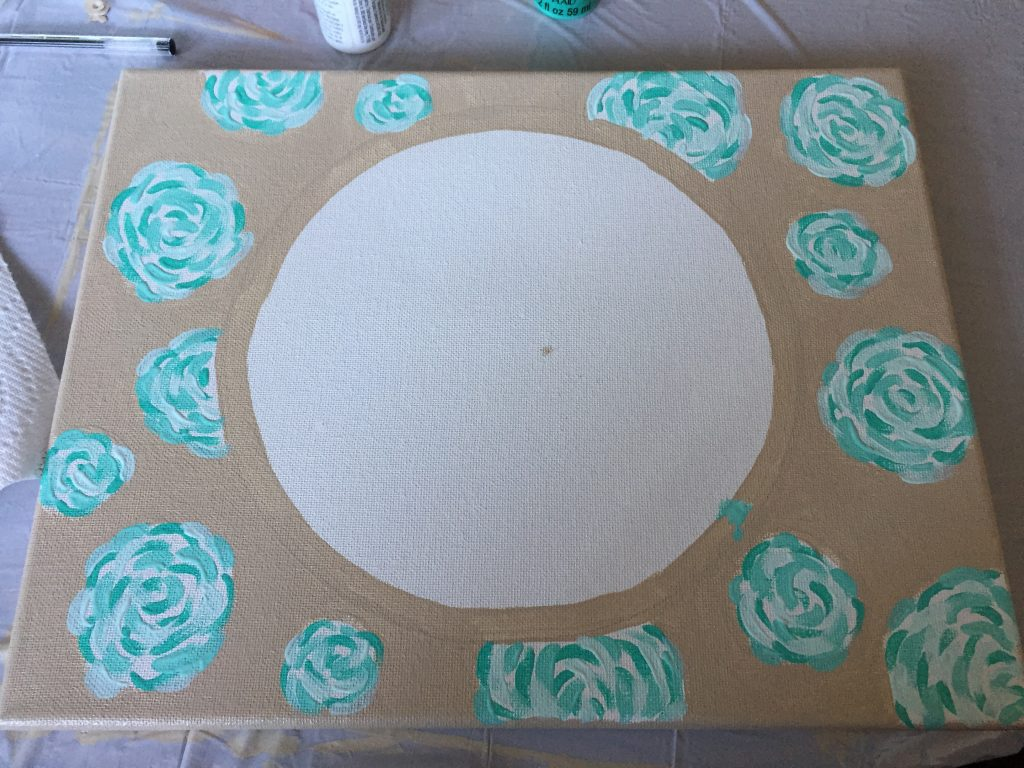 DIY Lilly Pulitzer inspired painting. It's the perfect Christmas gift for a sister, friend, or cousin and it's so affordable to make!